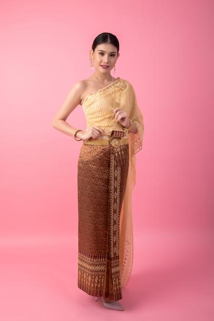 A woman wearing an ancient thai dress Free Photo