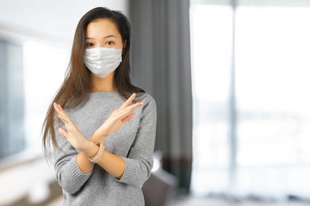 Woman wearing face mask | Premium Photo