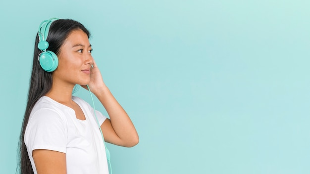 Woman wearing headphones and looking away Free Photo
