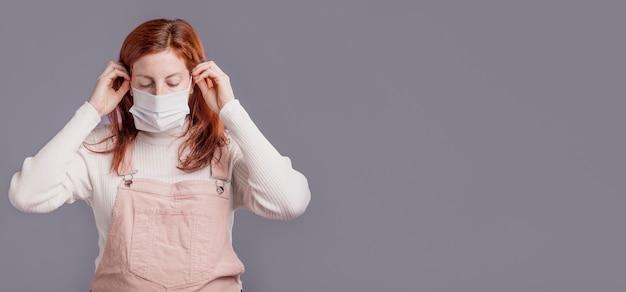 防護マスクを着ている女性 無料写真