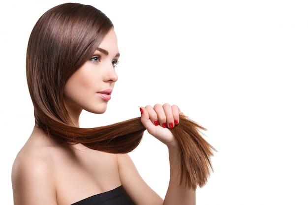 아름 다운 긴 머리를 가진 여자 프리미엄 사진