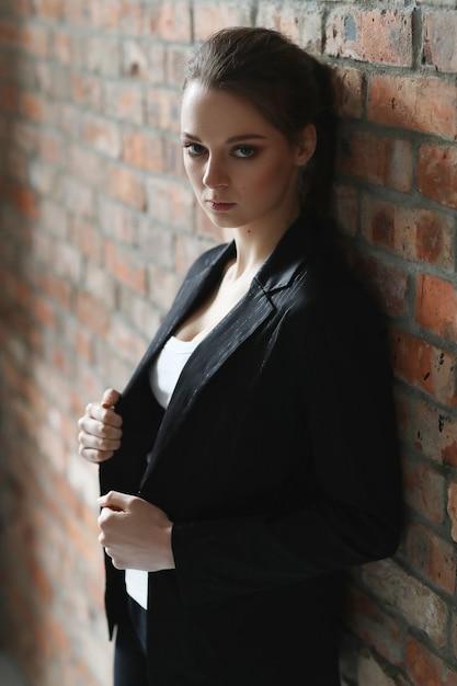 Donna con giacca nera Foto Gratuite