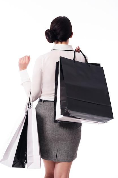 黒の買い物袋を持つ女性。ショッピングタイム! 無料写真