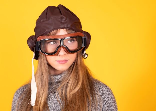 Женщина с очками пилота clascias, концепция путешествовать, дальше Premium Фотографии