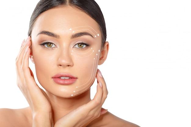 Женщина с пунктирными линиями на лице Premium Фотографии
