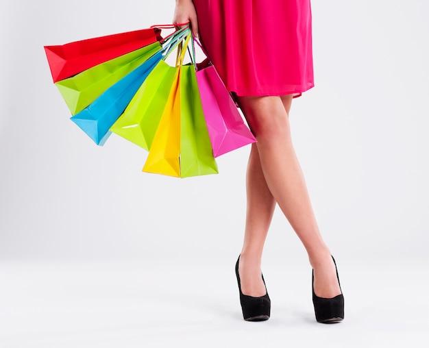 Donna con piena di borse della spesa Foto Gratuite