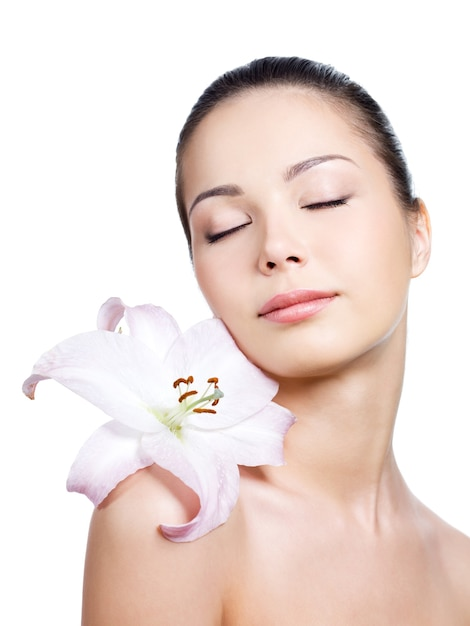 Woman with lily with closed eyes Free Photo
