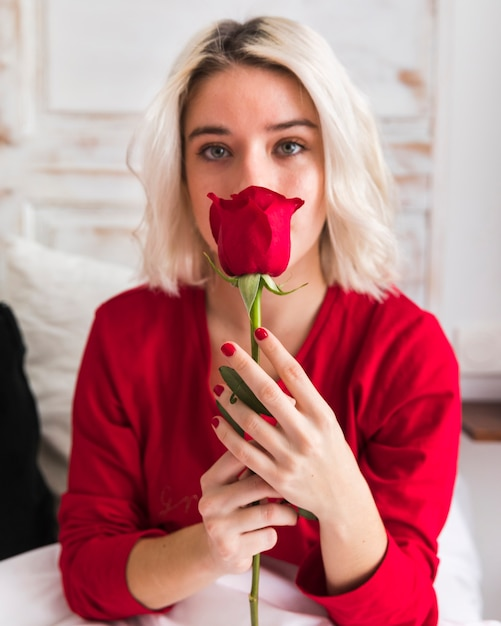Woman with a red rose on valentines day Free Photo
