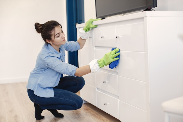 Woman with sponge and rubber gloves cleaning house Free Photo