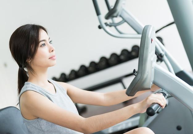 Woman workout at fitness Free Photo