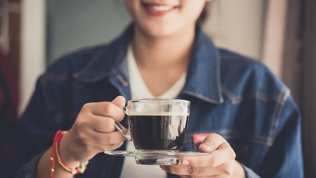 Womand holding a cup of hot coffee Premium Photo