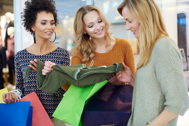 Le donne non possono decidere cosa comprare Foto Gratuite