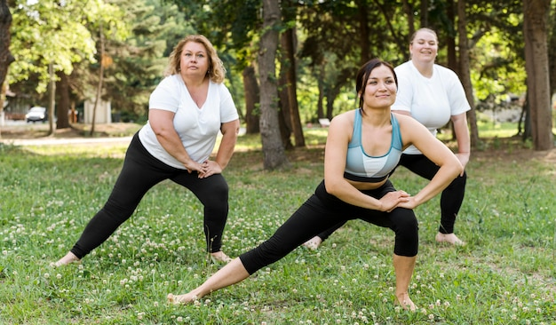 Women doing lateral lunges in the park Free Photo