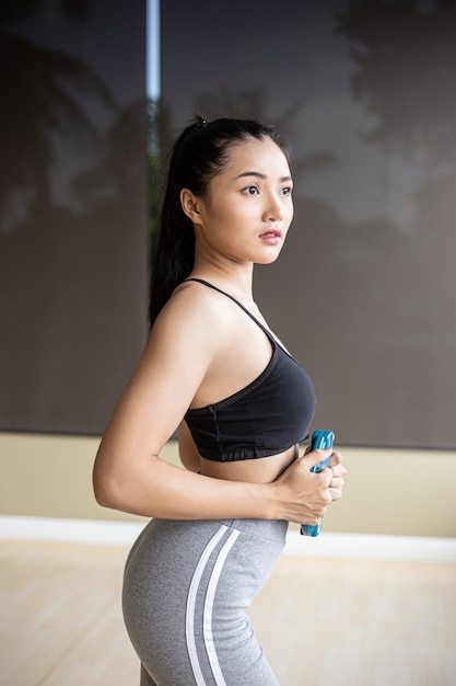 Women exercise with dumbbell weight plates on the abdomen. Free Photo
