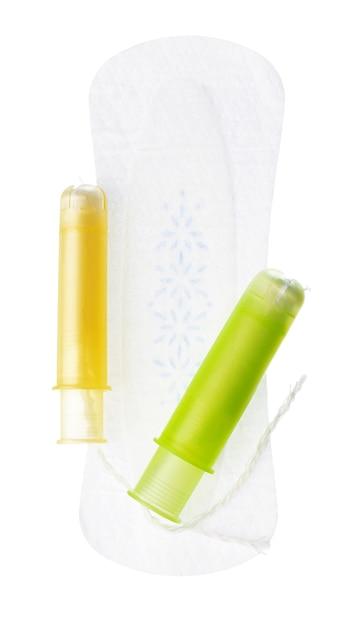 白い背景で隔離の女性の衛生パッドとタンポン Premium写真