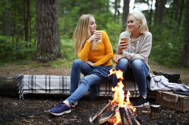 Женщины в лесу Бесплатные Фотографии
