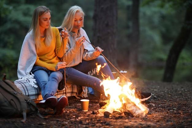 森の中の女性 無料写真