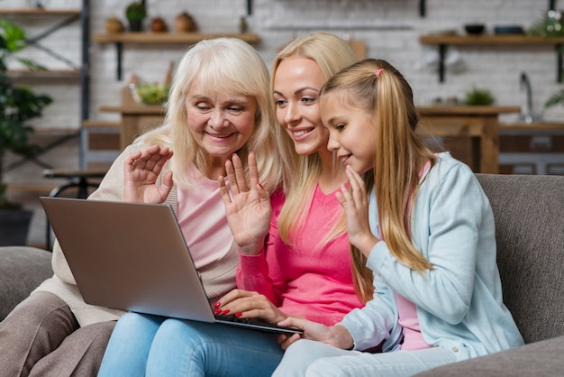 Women looking and talking on the laptop Free Photo