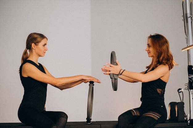 Women practicing pilates Free Photo