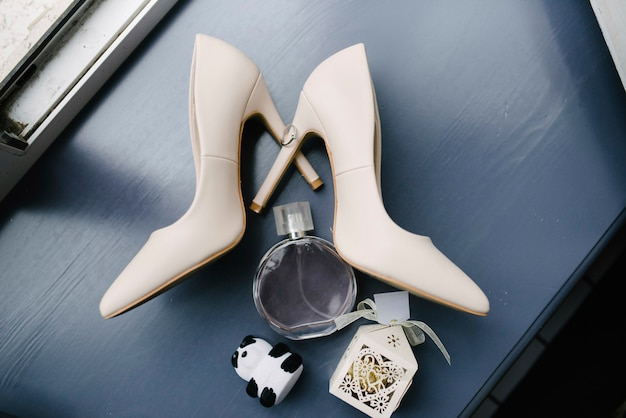 Women's accessories bride. handbag, shoes, rings, bridal perfume Premium Photo