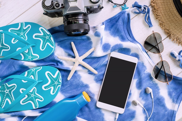 Women's casual clothes with accessories items and empty screen smartphone Premium Photo