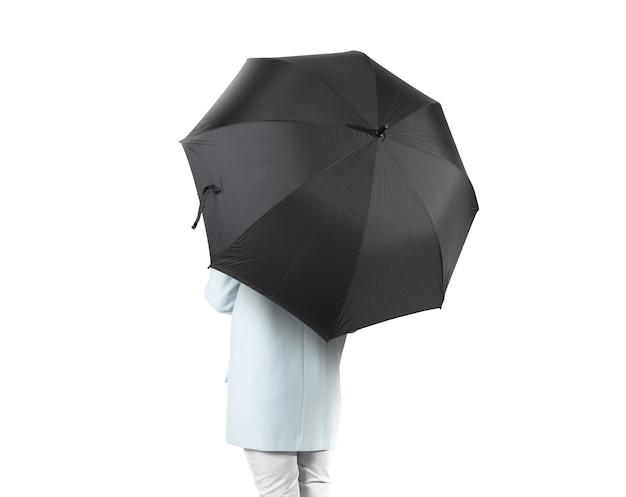 Женщины стоят назад с открытым изолированным черным пустым зонтиком. Premium Фотографии
