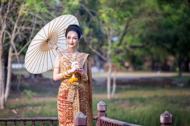 Women in thailand traditional costume holding umbrella Premium Photo