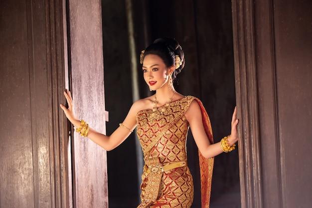 Women in thailand traditional costume Premium Photo