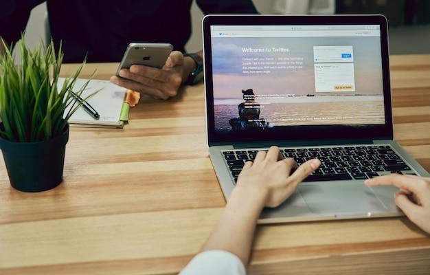 Women using Laptop open Twitter application Premium Photo