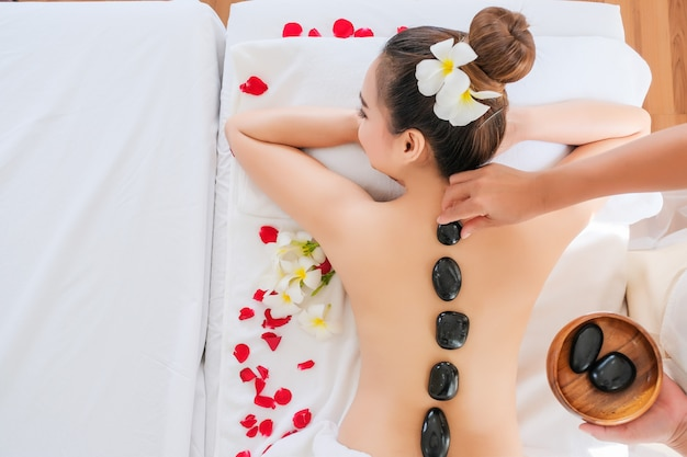 Women with therapeutic stones on her back Premium Photo