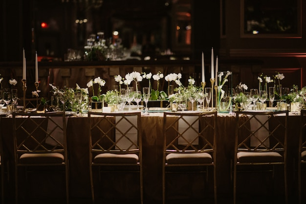 Wonderful wedding table in amazing restaurant Free Photo