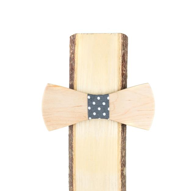 Деревянный галстук-бабочка на белом фоне Premium Фотографии