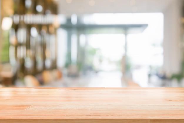 리셉션 호텔 또는 배경에 대 한 현대 복도 내부 흐리게 추상적 인 배경 인테리어보기에 나무 테이블 탑 프리미엄 사진
