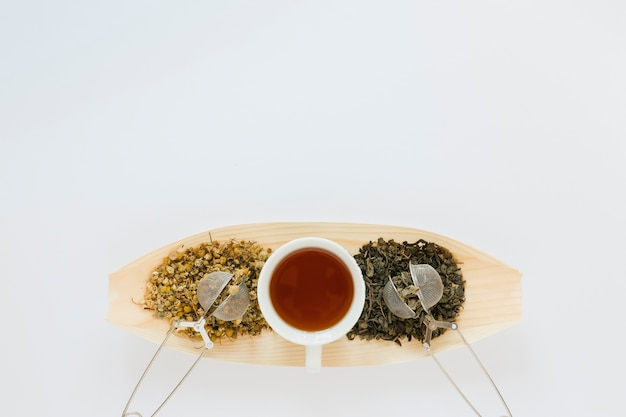 Wood tray with tea leaves and copy space Free Photo