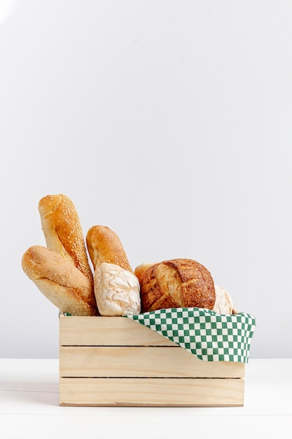 Wooden basket with bread copy space Free Photo