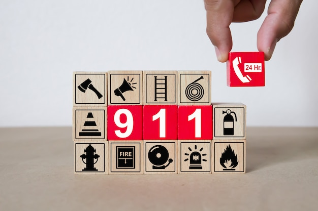 Wooden blocks with graphics 911 emergency number. Premium Photo