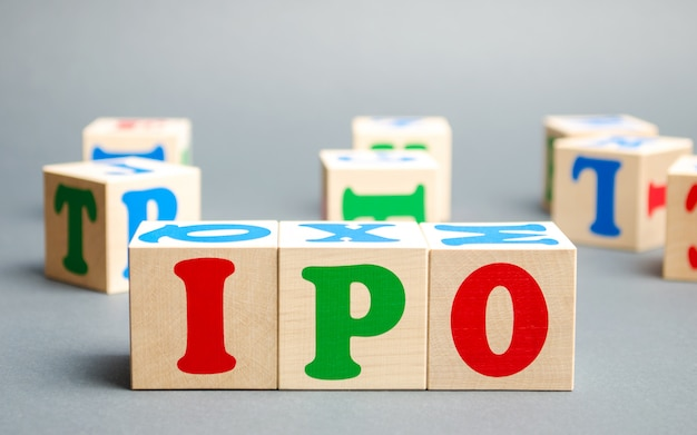 Wooden blocks with the word ipo Premium Photo