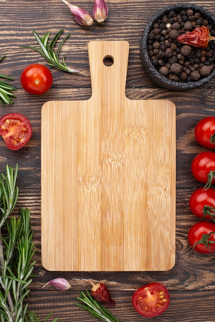 Wooden bottom with tomatoes Free Photo