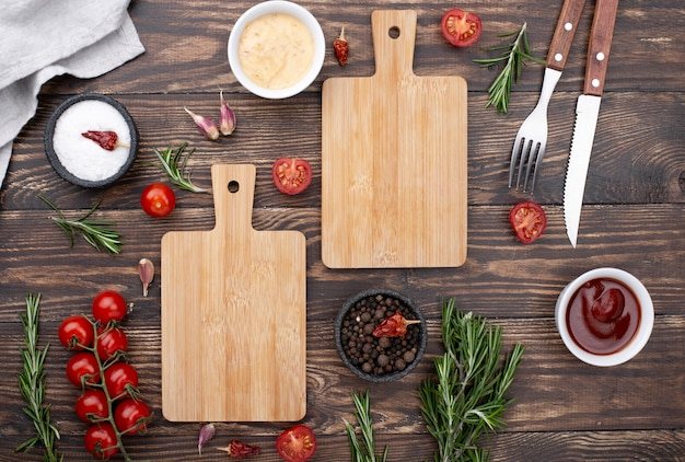 Wooden bottoms with tomatoes on table Free Photo