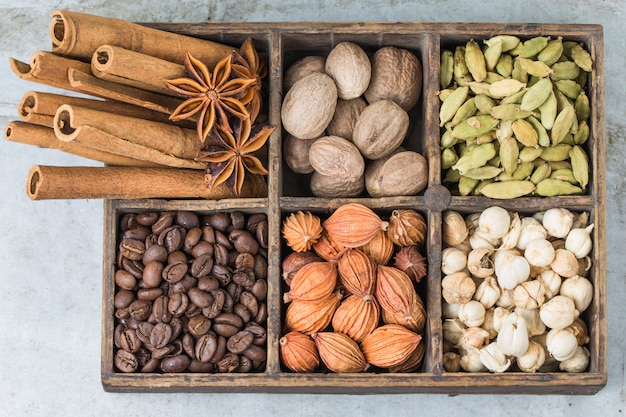Wooden box with aromatic seeds Free Photo