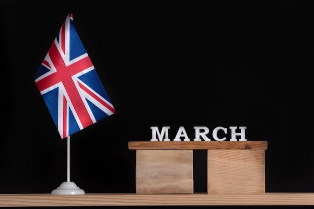 イギリスの旗と3月の木製カレンダー Premium写真