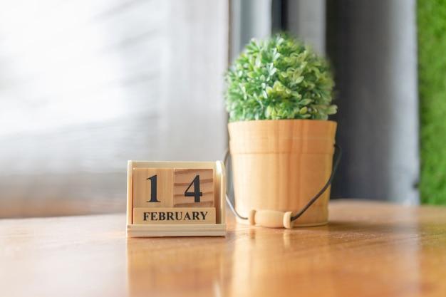 Wooden calendar on the table Premium Photo