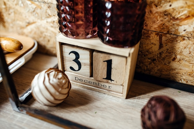 12月31日の日付の木製カレンダー Premium写真