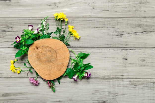 Wooden circle with bright flowers around Free Photo
