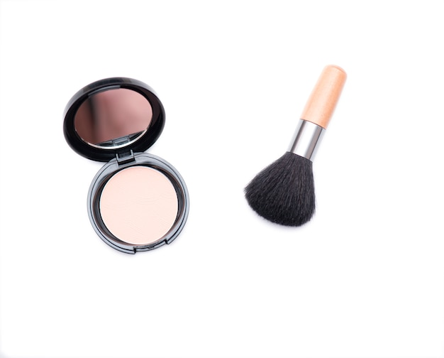 Wooden cosmetic brush and open box with face powder isolated Premium Photo