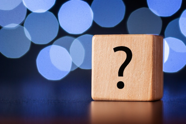 Wooden cube with question mark Premium Photo