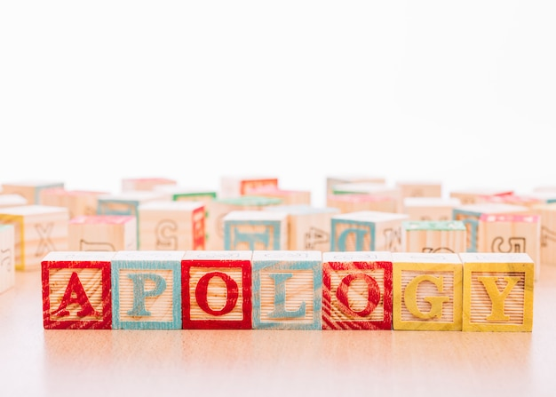 Wooden cubes with apology inscription Premium Photo