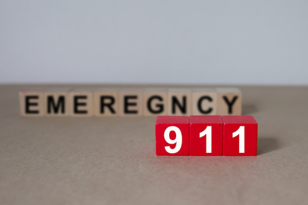 Wooden cubes with graphics 911 emergency number. Premium Photo