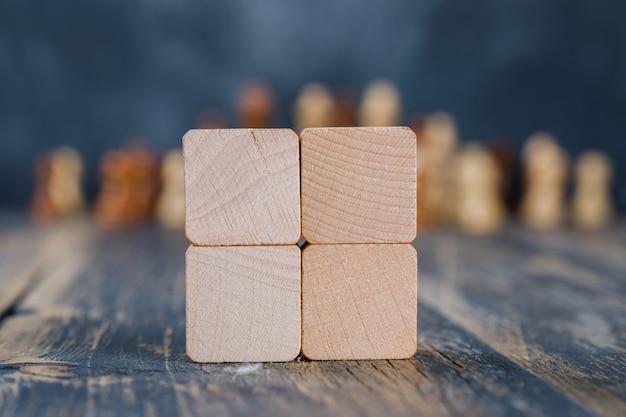 Cubi di legno sul tavolo di legno Foto Gratuite