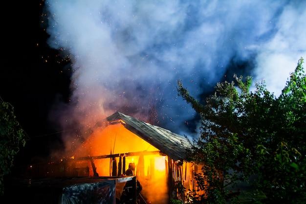 Resultado de imagen de burning barn night